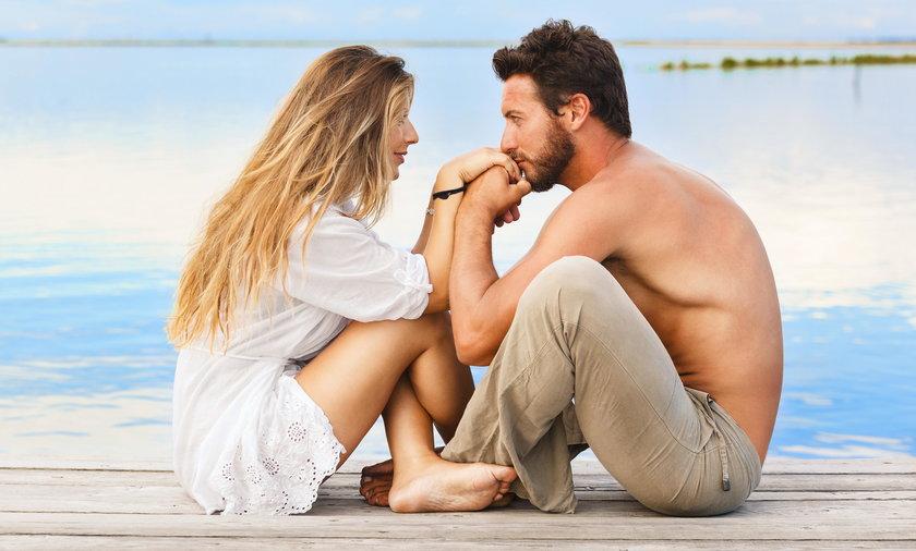 Trudne doświadczenia życiowe to sprawdzian dla związku
