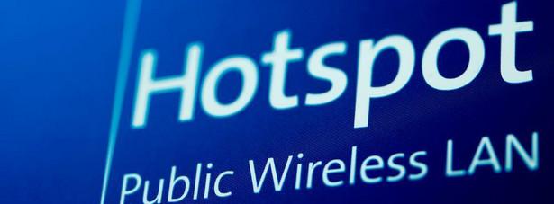 Łączenie się z internetem za pośrednictwem udostępnianych w miejscach publicznych hot-spotów może nieść ze sobą zagrożenia.
