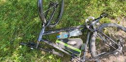 """Rowerzysta wpadł w pułapkę. """"Ściągnęło mnie z roweru, zaczęła się lać krew"""""""