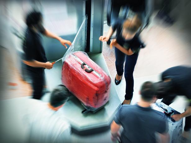 Jak sama nazwa wskazuje, ubezpieczenie bagażu służy jego ochronie podczas podróży – przede wszystkim przed utratą, zniszczeniem bądź uszkodzeniem zarówno podczas transportu, czyjegoś umyślnego działania (kradzież), jak i zdarzeń losowych typu pożar, huragan, powódź czy burza.