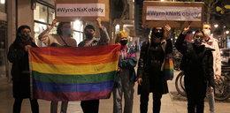 Czarny protest przed PiS w Łodzi: – Solidarność naszą siłą