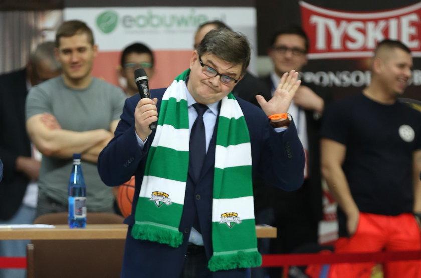 Kibice przed meczem wygwizdali wiceministra Jerzego Maternę