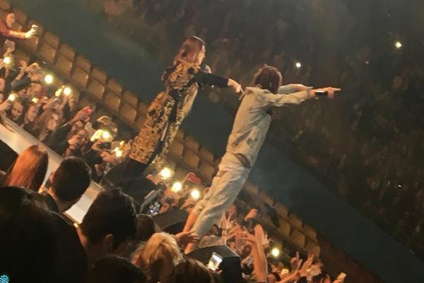 VIDEO: Ana Nikolić i Rasta se POLJUBILI PRED PUBLIKOM na poslednjem koncertu!