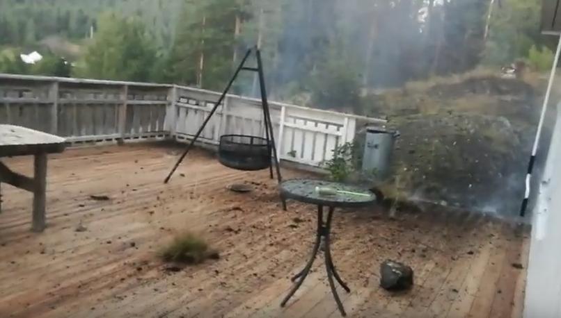 mann aus norwegen filmt blitzeinschlag direkt neben sich. Black Bedroom Furniture Sets. Home Design Ideas