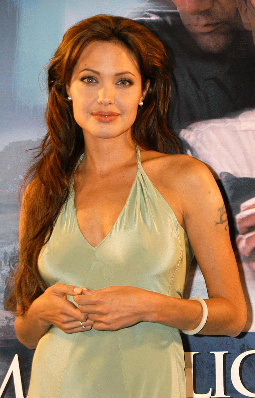 Angelina Jolie bez makijażu i Photoshopa. Wygląda jak każda z nas!