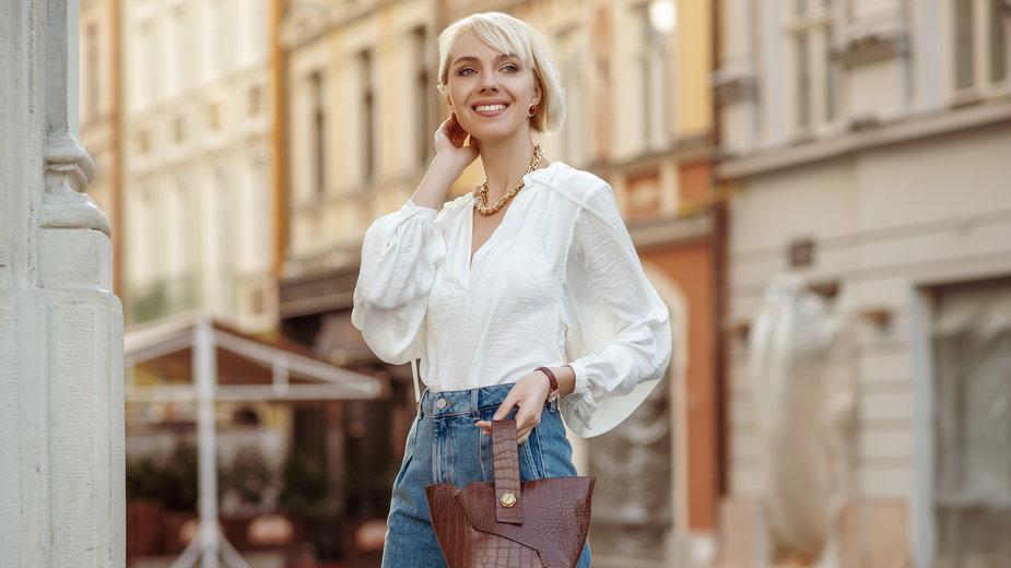 Trendy 2021: bluzki i sukienki z bufkami