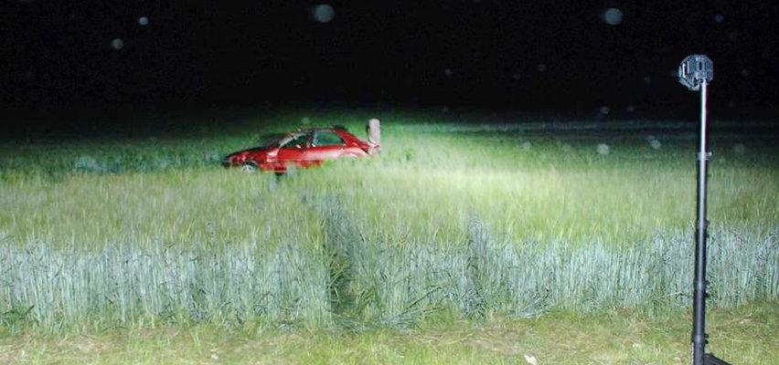 Tragiczne dachowanie samochodu koło Chojnic. Nie żyje 25-latek