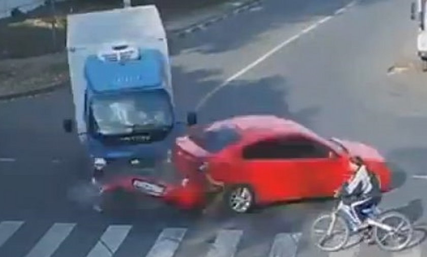 wypadek ciężarówki i rowerzysty