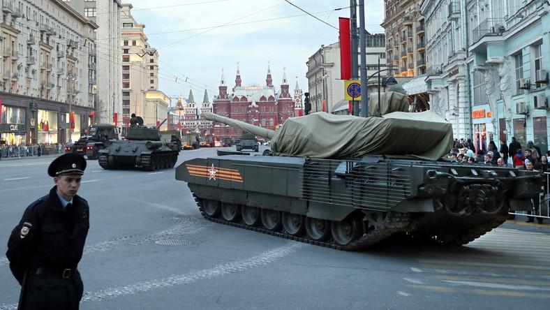 Nowy rosyjski czołg T-14, ulica Twerska w Moskwie