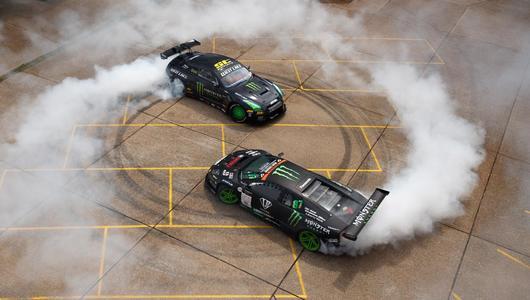 Drifterskie zmagania: Nissan GT-R vs Lambo Murcielago