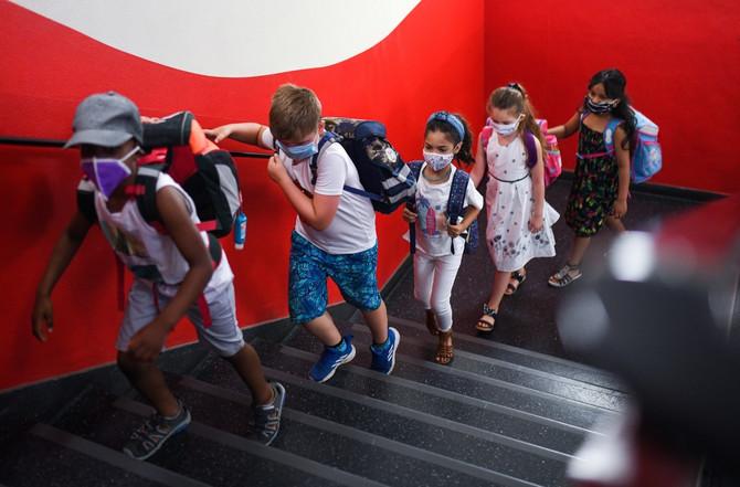 Ima osnovnih škola gde đaci nose maske