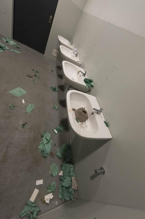 Tak wyglądały toalety na stadionie we Wrocławiu po wizycie kiboli Zagłębia