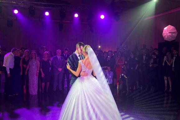 EKSKLUZIVNO, PRVA SLIKA MLADENACA Dragana u venčanici kao iz bajke, od prizora prvog plesa ZASTAJE DAH
