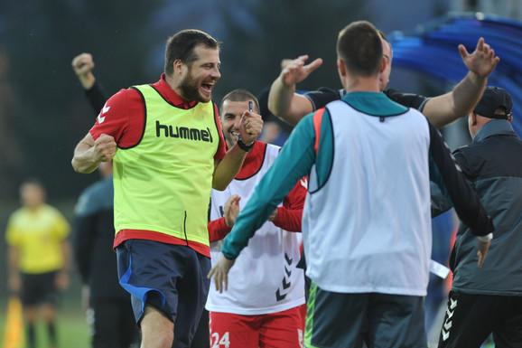 Nenad Lalatović slavi pobedu Radničkog