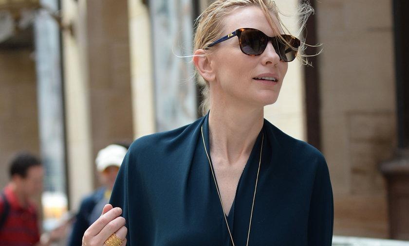 Cate Blanchett naturalna w czarnej sukience