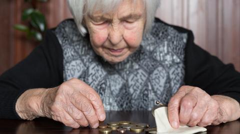 Rośnie liczba emerytów w Polsce. To oznacza, że - jeśli nie zaczniemy dłużej pracować i więcej oszczędzać - wypłacane świadczenia będą coraz niższe