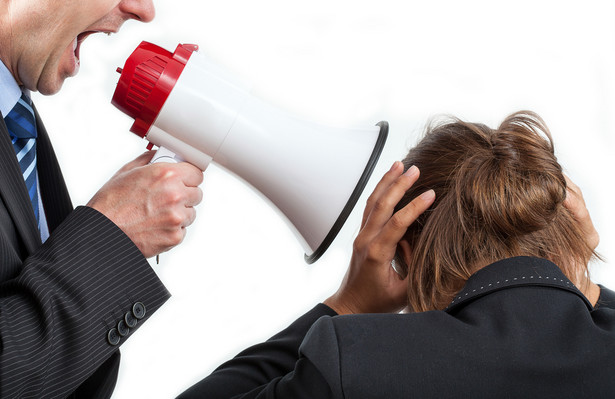 Pracodawca, który dopuszcza się działań mobbingowych lub nie przeciwdziała mobbingowi, może ponieść odpowiedzialność finansową. Może odpowiadać zarówno na zasadach uregulowanych w Kodeksie pracy, jak i Kodeksie cywilnym.