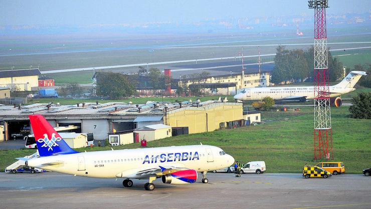 Air Serbia drugi avion slece na pistu