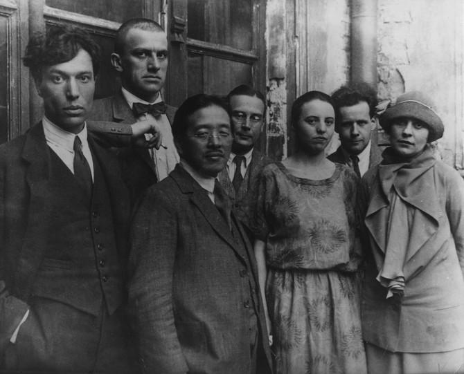 Vladimir i Ljilja u društvu prijatelja i saradnika (Brikova je prva zdesna)