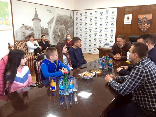 Mladi glumci na prijemu kod načelnika Kozarske Dubice