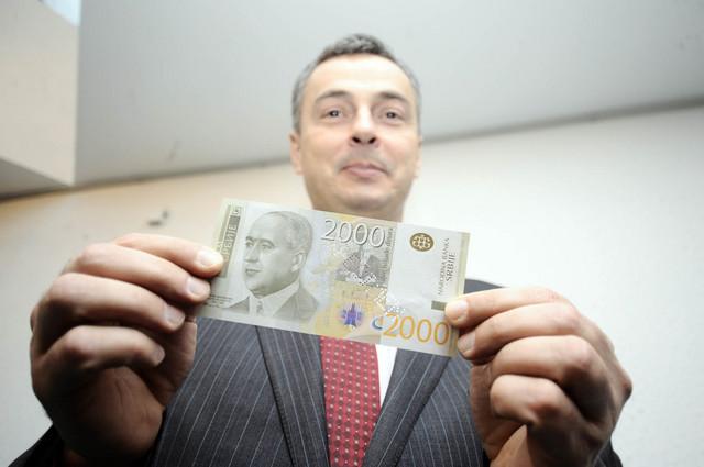 Guverner Dejan Šoškić sa novom novčanicom