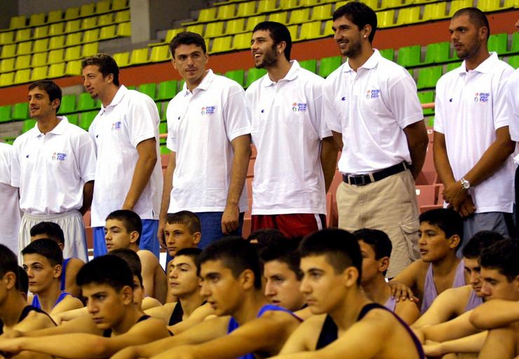 Turkoglu i Stojaković, tada članovi Sakramento Kingsa zajedno sa Divcem, na košarkaškom kampu