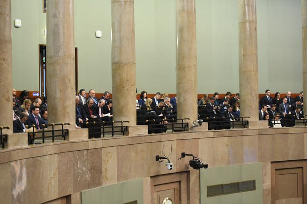 Dziennikarze podczas expose ministra spraw zagranicznych Jacka Czaputowicza dotyczącego polityki zagranicznej rządu w 2018 roku.