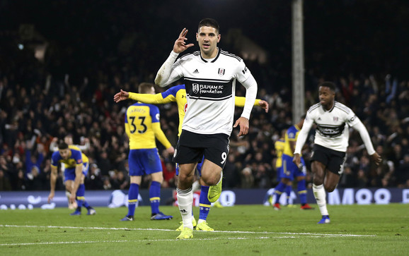 Aleksandar Mitrović slavi pogodak protiv Sautemptona