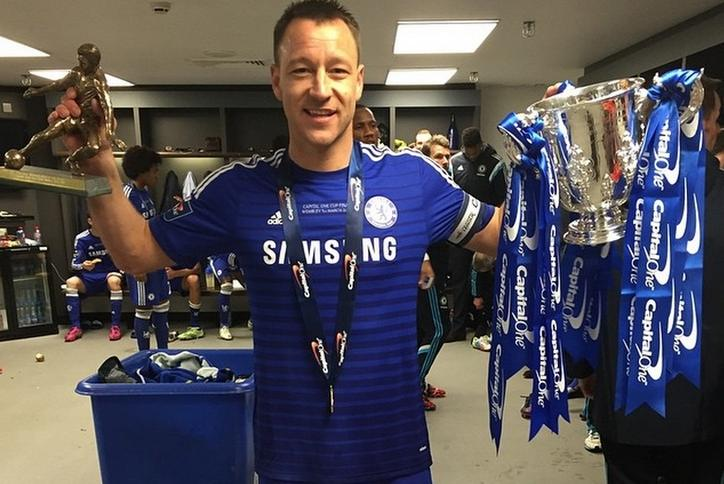 98d1740e2 Tak zdobycie pucharu świętował kapitan Chelsea John Terry