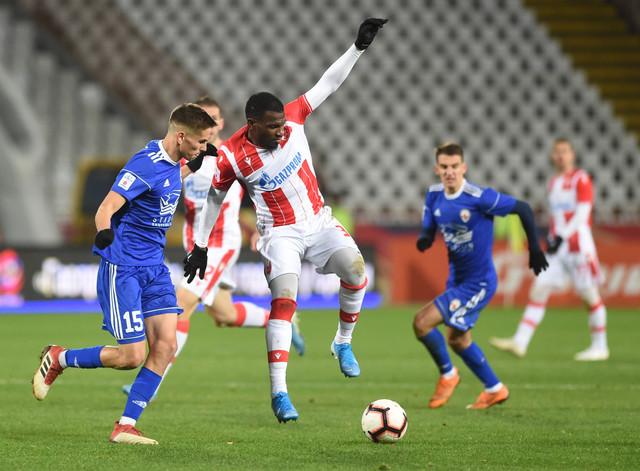 EL Fardu Ben u duelu sa fudbalerom Voždovca