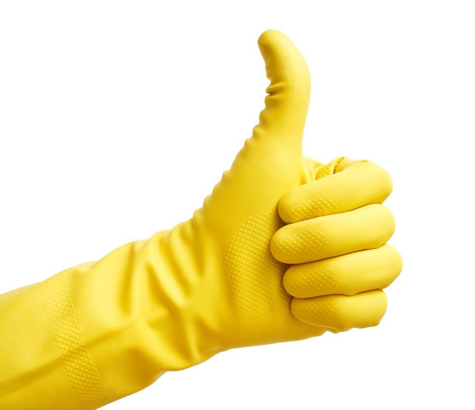 2. Podczas czyszczenia ubikacji używaj długich gumowych rękawiczek (nie sprzątaj nimi innych pomieszczeń i sprzętów).