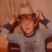 Dečak (15) se UBIO pred celim razredom - pesmu o njemu slušali su milioni, a UNIŠTILA je njegove roditelje!