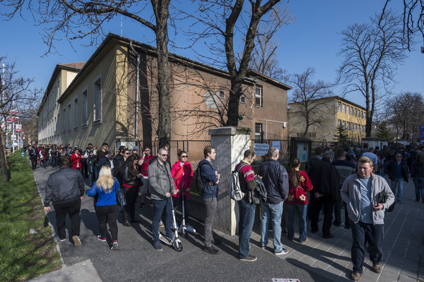 Wybory na Węgrzech. Kolejki do urn!