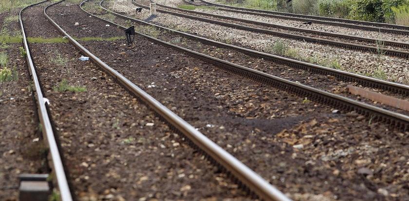Tragedia na przejeździe kolejowym. Dwaj mężczyźni zginęli na miejscu