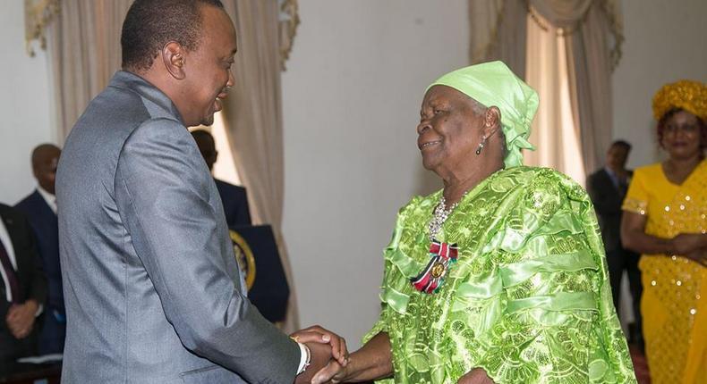 President Uhuru Kenyatta awards Mama Sarah Obama the Elder of the Order of the Burning Spear (EBS)