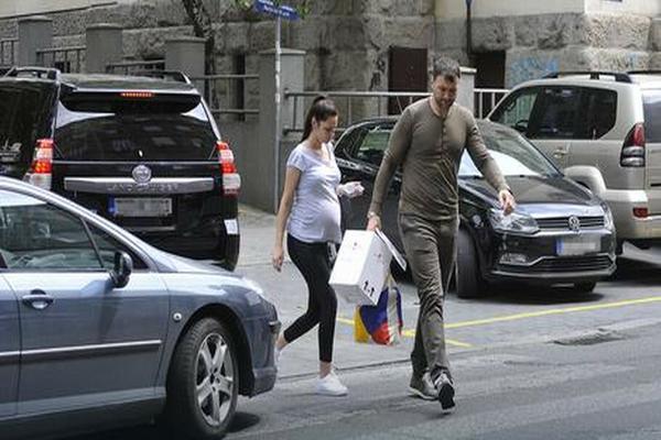 Imaju troje dece, a ne staju na ludi kamen: Evo šta Vlada Mandić navodi kao razlog!