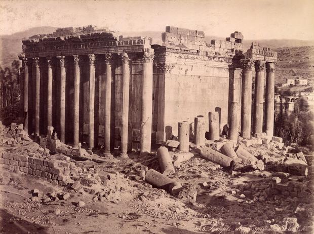 Ruiny świątyni w Baalbek w Libanie, widok z 1875 roku