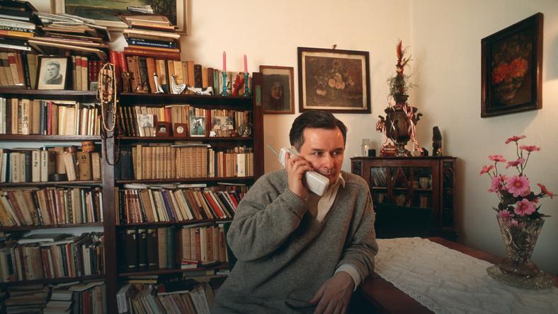 Jaroslaw Kaczyński, polityk, w swoim żoliborskim mieszkaniu w latach 90-tych w Warszawie