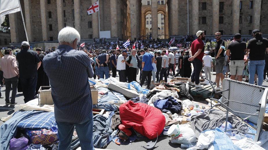 Protest przeciwko organizacji parady równości w Tbilisi