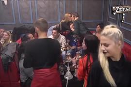 LEZBO AKCIJA Luna i Mina se ljubile na žurki (VIDEO)