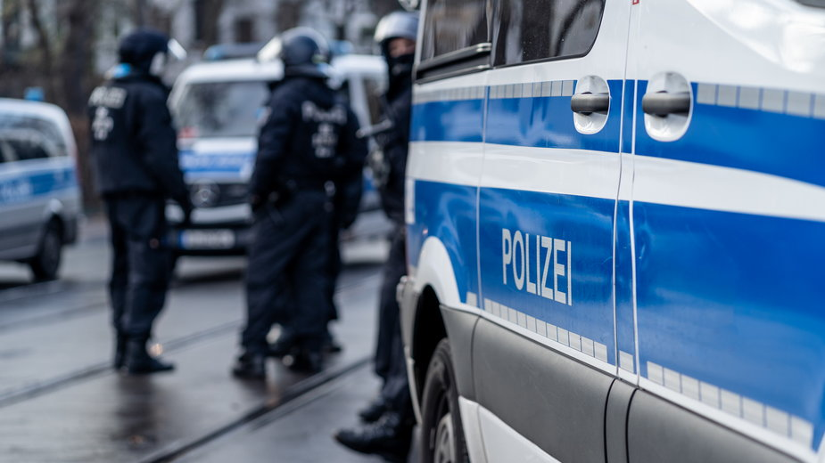 Niemiecka policja informuje, że podpalenie auta pracownika polskiej ambasady nie było umotywowane politycznie