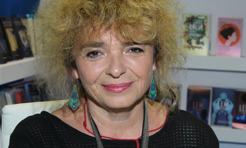 Katarzyna Grochola zaszczepiła się przeciwko koronawirusowi. Wbiła także szpilę rządzącym