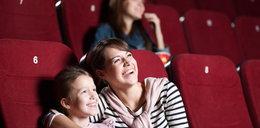 Rząd tłumaczy, jak siadać w kinie. Czy to proste?