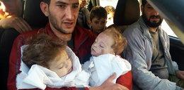 Ojciec tuli martwe dzieci. Przerażające zdjęcie po ataku w Syrii