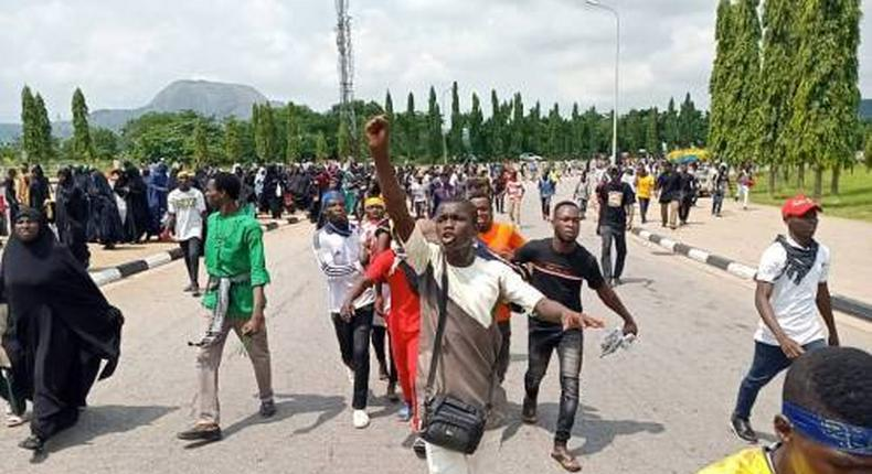 Police arrest 42 Shiite members over violent protests in Abuja.  [Sahara Reporters]