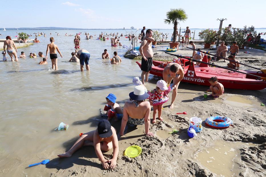 A turizmus lassan áll talpra, az első utazók pedig a hazai üdülőhelyeket, főként a Balatont fogják megcélozni jövőre /Fotó: Fuszek Gábor