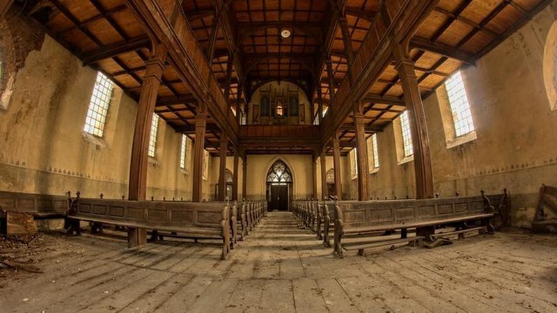 Opuszczony kościół ewnagelicki z lat 1785-1788 w powiecie kaliskim