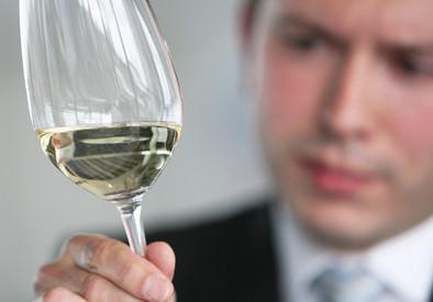 Prof. Szulc: Alkohol, narkotyki, dopalacze. To używki, o których można z  pewnością powiedzieć, że prowadzą do przemocy [WYWIAD] - Forsal.pl –  Biznes, Gospodarka, Świat