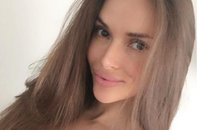 Ruska blogerka doživela pravi pakao: Silikoni u grudima joj se potpuno zgužvali