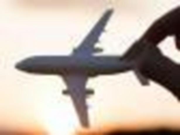 Długa podróż samolotem nie musi byc męcząca. Wystarczy zastosować kilka zasad, które sprawią, że podróż będzie przyjemnością